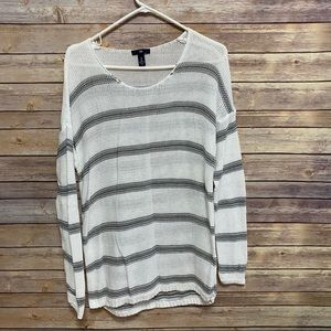 Gap whit and gray striped sweater